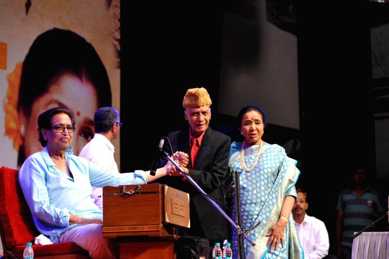 Pandit Hridaynath Mangeshkar, Music Director Khayyam and singer Asha Bhosle during the 25th Master Dinanath Mangeshkar Awards in Mumbai on April 25, 2014.