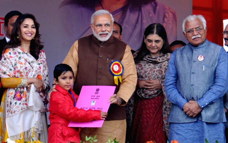 Prime Minister Narendra Modi with Union Minister for Women and Child Development Maneka Sanjay Gandhi, Haryana Chief Minister Manohar Lal Khattar and actress Madhuri Dixit during `Beti ... - Narendra Modi, Manohar Lal Khattar and Madhuri Dixit
