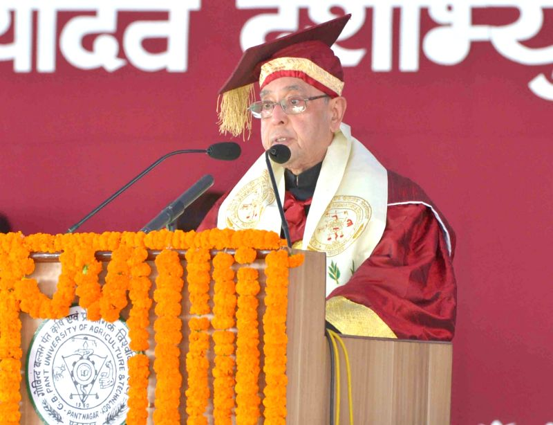 Pantnagar : President Pranab Mukherjee addresses at the 29th Convocation of Govind Ballabh Pant University of Agriculture & Technology, at Pantnagar, in Uttarakhand on Nov 17, 2015. - Pranab Mukherjee