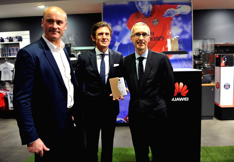 Vice CTO of Huawei France Philippe Perrin (L) and Vice General Manager of the Paris Saint-Germain (PSG) Frederic Longuepee (C) pose for a photo during the launching ..