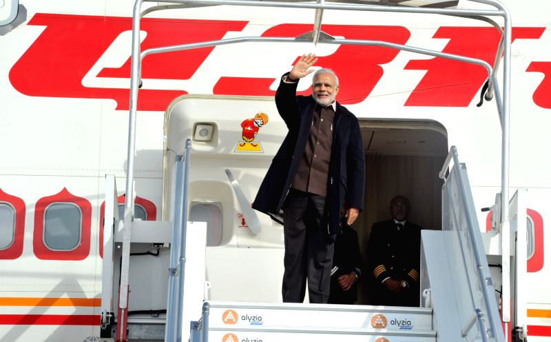 Paris (France): Prime Minister Narendra Modi departs for Germany from Paris, France on April 12, 2015. - Narendra Modi