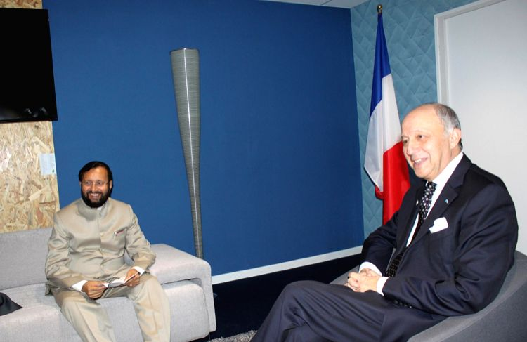 Paris (France): Union Environment Minister Prakash Javadekar French foreign Minister Laurent Fabius at the CoP21 French Presidency office in Paris, France. - Prakash Javadekar French
