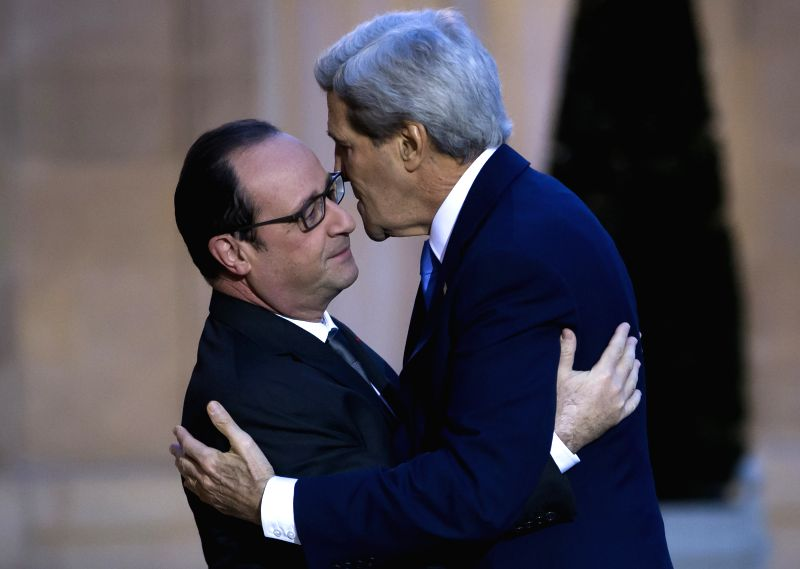 French President Francois Hollande (L) greets US secretary of state John Kerry (R) as he arrives for a meeting at the Elysee Palace in Paris, France, 16 January 2015. - Fabius