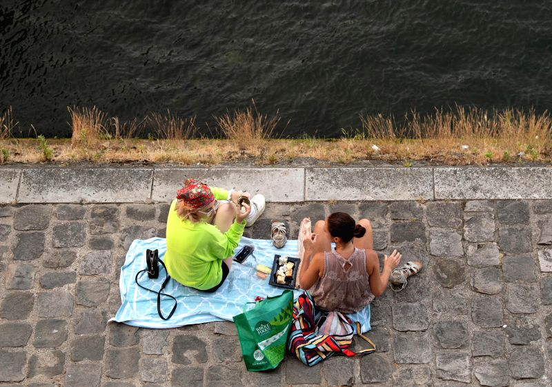 "PARIS, June 28, 2019 (Xinhua) -- People rest at the riverside of Seine in Paris, France, June 27, 2019. The national weather center, Meteo France, on Thursday warned of ""exceptional heat peak"" on June 28, placing 4 southern regions on red alert, the"