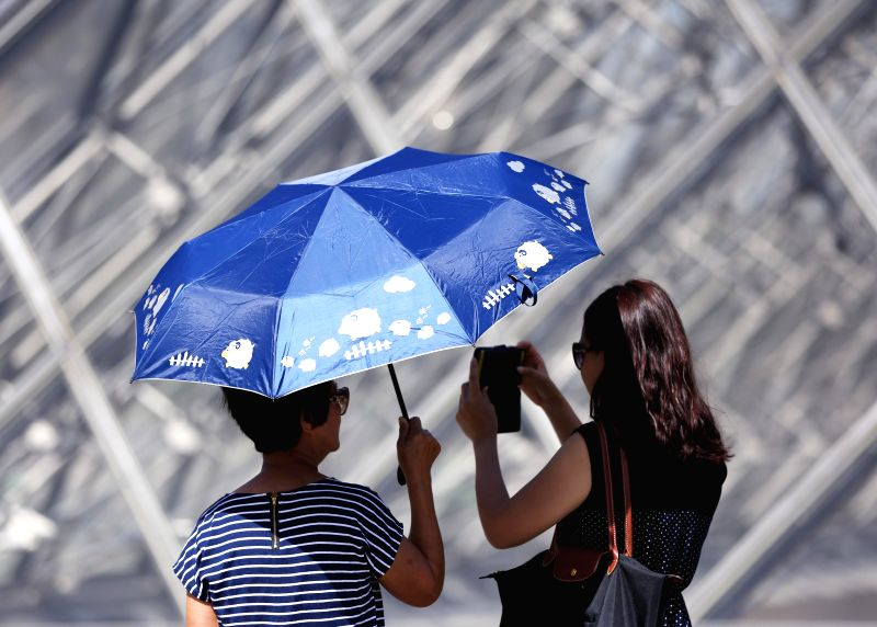 "PARIS, June 28, 2019 (Xinhua) -- Visitors tour the square in front of Louvre Musuem in Paris, France, June 28, 2019. The national weather center, Meteo France, on Thursday warned of ""exceptional heat peak"" on June 28, placing 4 southern regions on re"