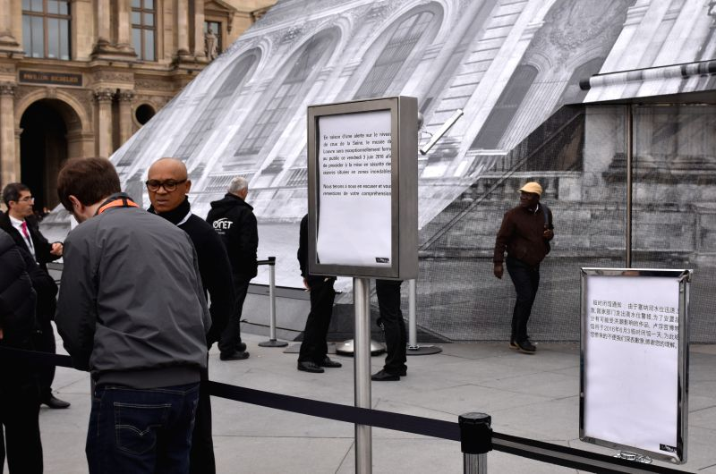 PARIS, June 3, 2016 - Le Louvre Museum has the closing notices in English, French and Chinese languages in Paris, France, June 3, 2016. On high risks of floods, Le Louvre Museum closed its doors ...