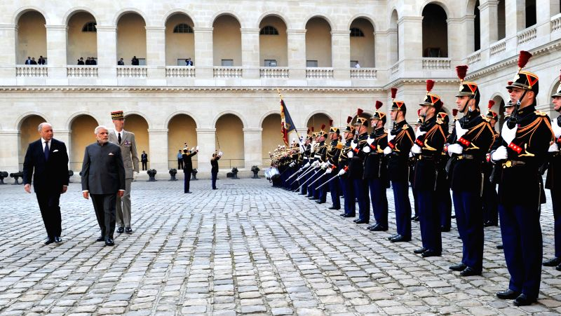 Prime Minister Narendra Modi inspects the Guard of Honour, at the Ceremonial reception, at Hotel National des Invalides, in Paris on April 10, 2015. - Narendra Modi
