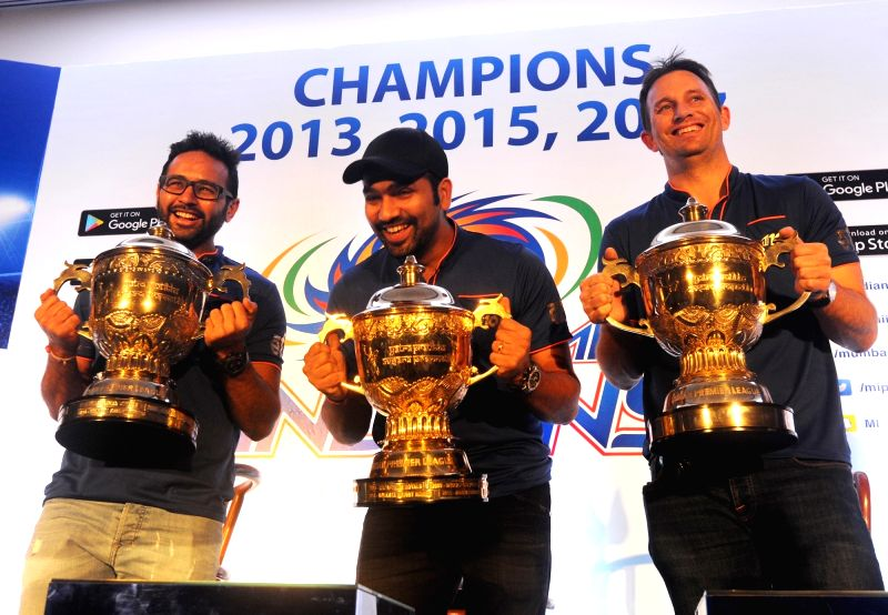 Parthiv Patel, Rohit Sharma (captain) and Shane Bond (bowling coach) of Mumbai Indians with IPL 2017 trophy  during a press conference in Mumbai on May 22, 2017. - Parthiv Patel and Rohit Sharma