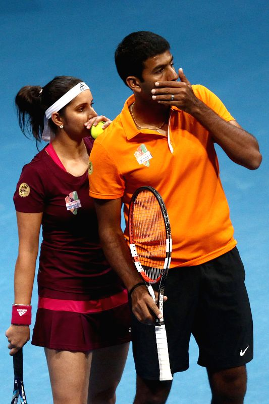 Pasay City (Philippines): Micromax Indian Aces player Sania Mirza and Rohan Bopanna talk to each other during the mixed doubles match against players of UAE Royals in the International Premier Tennis - Sania Mirza and Rohan Bopanna