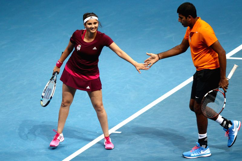 Pasay City (Philippines): Micromax Indian Aces player Sania Mirza and Rohan Bopanna encourage each other during the mixed doubles match against players of UAE Royals in the International Premier ... - Sania Mirza and Rohan Bopanna