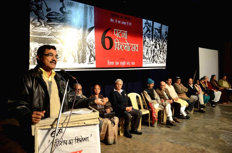 Anand Teltumbde addresses at the inauguration of Patna Film Festival on Dec 5, 2014.
