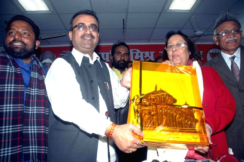 Bihar BJP chief Mangal Pandey felicitates Union Minister for Minority Affairs Dr. Najma A. Heptulla during a BJP programme in Patna on Jan 22, 2015. - Mangal Pandey