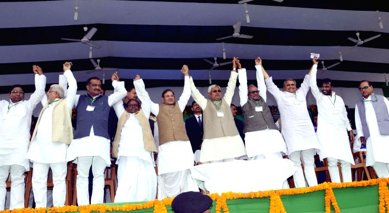 Bihar Chief Minister and JD(U) leader Nitish Kumar, JD(U) chief Sharad Yadav and others during a party workers' rally at the Gandhi Maidan in Patna, on March 1, 2015. - Nitish Kumar and Sharad Yadav