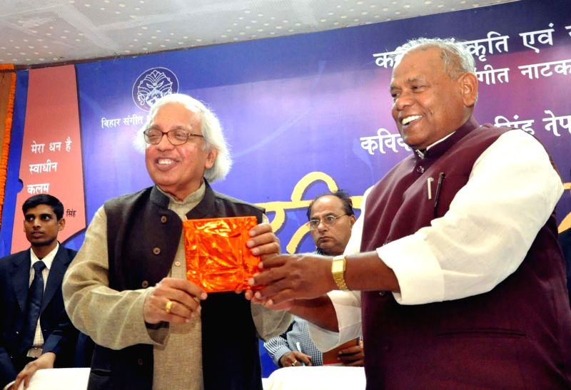 Bihar Chief Minister Jitan Ram Majhi felicitates Hindi poet, critic and editor Ashok Vajpeyi during a programme in Patna, on Nov 21, 2014. - Jitan Ram Majhi