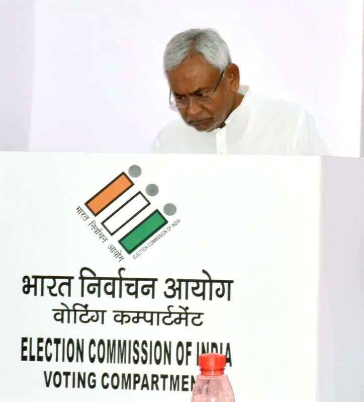 Patna: Bihar Chief Minister Nitish Kumar casts vote during the seventh and the last phase of 2019 Lok Sabha Elections at a polling booth in Patna on May 19, 2019. (Photo: IANS)