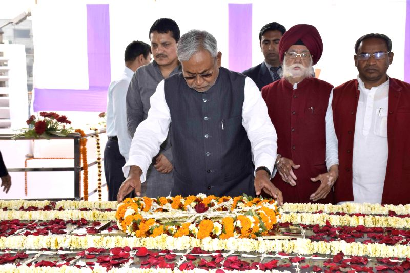 Bihar Chief Minister Nitish Kumar pays tribute to the first president of India Rajendra Prasad on his death anniversary in Patna, on Feb 28, 2015.