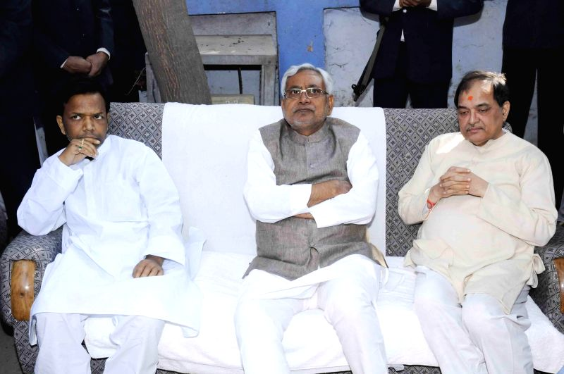 Bihar Chief Minister Nitish Kumar pays tribute to former Bihar Chief Minister Ram Sundar Das in Patna, on March 7, 2015.