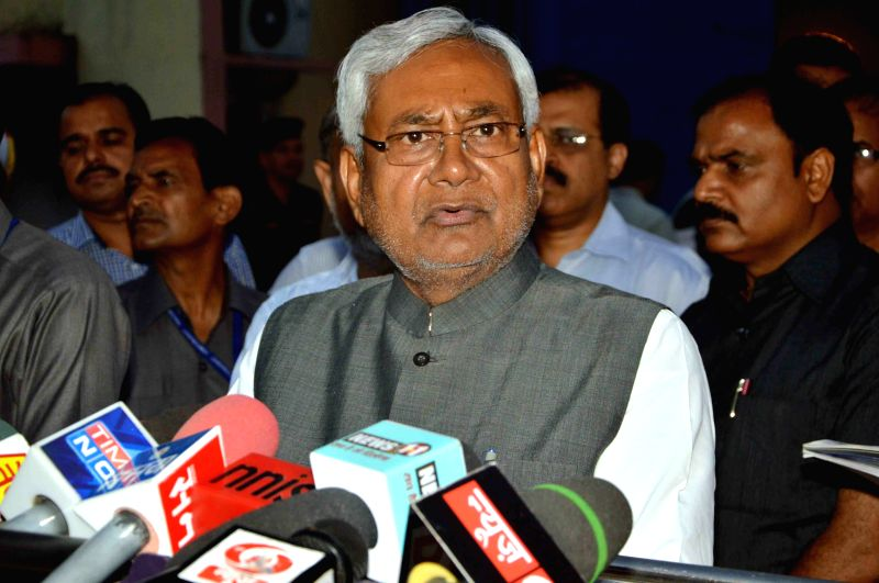 Bihar Chief Miniter Nitih Kumar brief media after an aerial urvey of torm hit ditrict of the tate in Patna, on April 22, 2015.