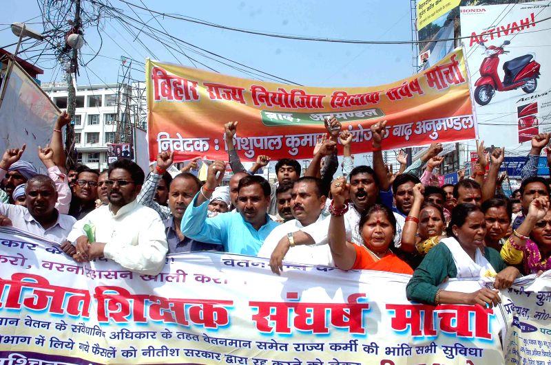 Bihar Niyojit Shikshak Sangh members stage a demonstration outside the Bihar assembly in Patna, on March 31, 2015.