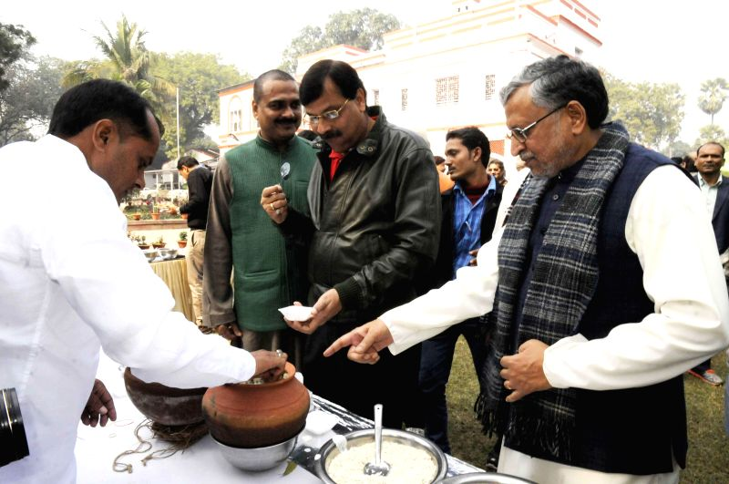 BJP leaders during a Makar Sankranti feast organised at party leader Sushil Kumar Modi's residence in Patna, on Jan 15, 2015. - Sushil Kumar Modi