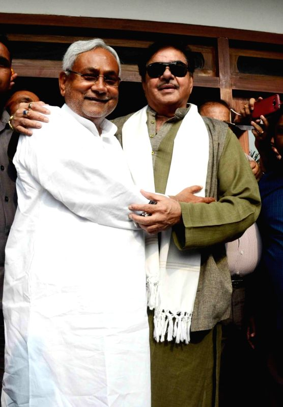 : Patna:  BJP MP from Patna Sahib Shatrughan Sinha greets JD(U) leader Nitish Kumar for his victory in the recently concluded Bihar polls in Patna on Nov 9, 2015. (Photo: IANS). - Nitish Kumar, K. Advani and Shatrughan Sinha