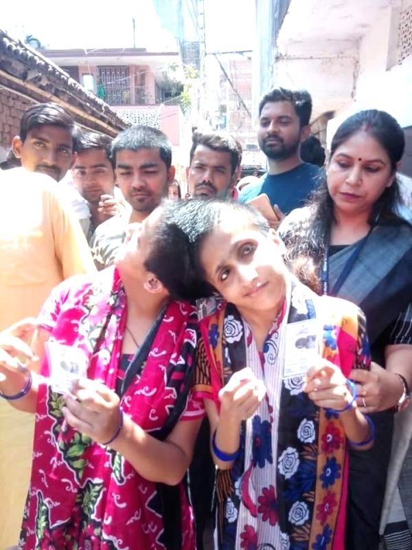 Patna: Conjoined sisters Sabah and Farah arrive to cast their votes as separate individuals in Patna, on May 19, 2019.
