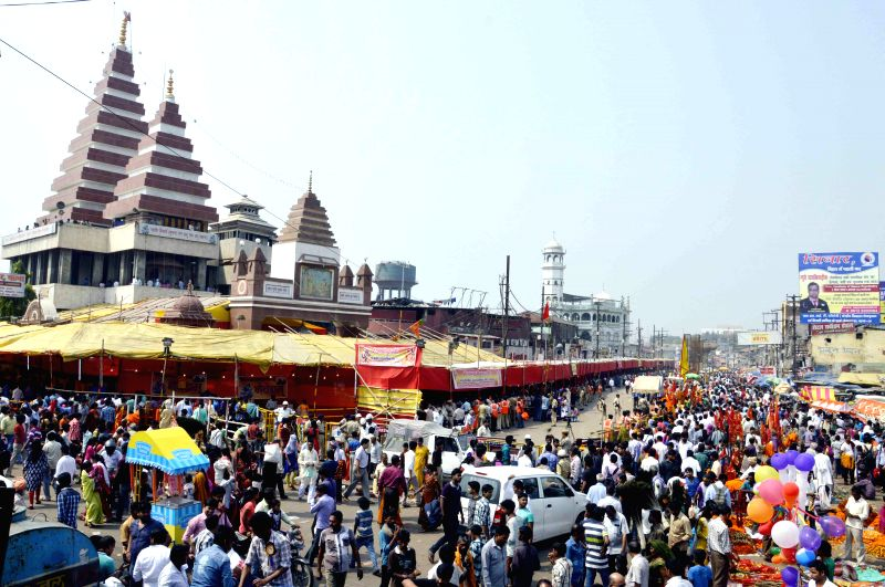 Devotees in large numbers throng Mahavir Mandir on the occasion of Ram Navmi in Patna on March 28, 2015.