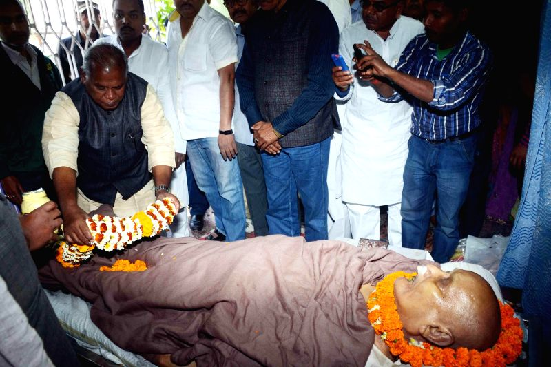Former Bihar chief minister Jitan Ram Manjhi pays tribute to former Bihar Chief Minister Ram Sundar Das in Patna, on March 7, 2015. - Jitan Ram Manjhi
