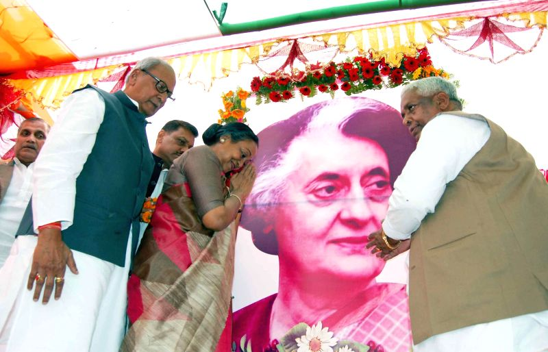 Former Lok Sabha speaker Meira Kumar and others during a programme organised to pay tribute to former prime minister of India Indira Gandhi on her birth anniversary in Patna, on Nov 19, 2014. - Meira Kumar