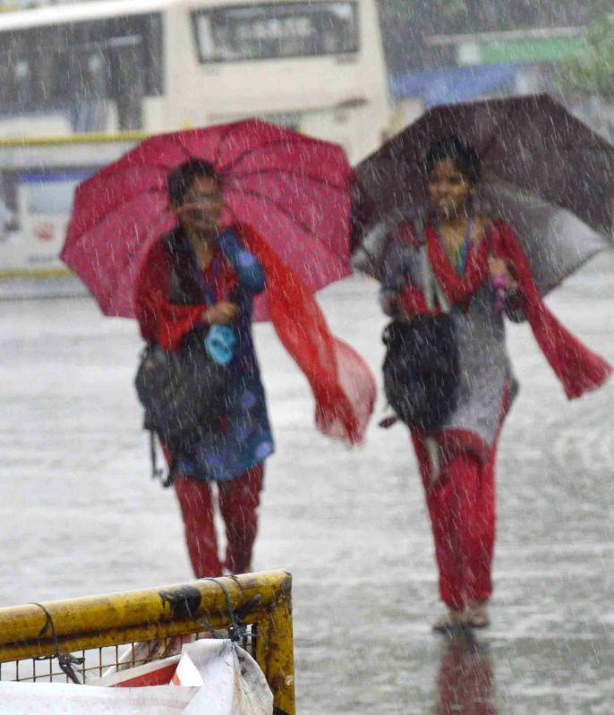 Heavy rains and storm lash Patna on April 28, 2015.