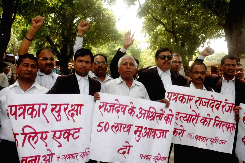 Patna High Court advocates stage a demonstration against murder of journalist Rajdev Ranjan in Patna on May 15, 2016.