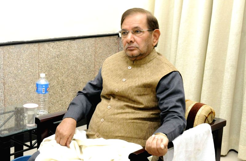 JD (U) chief Sharad Yadav during a meeting with Bihar Chief Minister Jitan Ram Majhi in Patna, on Nov 21, 2014. - Jitan Ram Majhi and Sharad Yadav