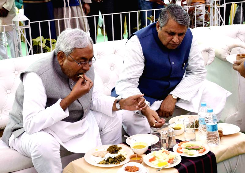 JD(U) leader Nitish Kumar during a lunch organised at RJD Legislature Party leader Abdul Bari Siddiqui's residence in Patna, on Feb 18, 2015.