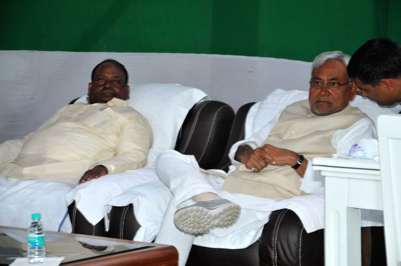 JD(U) leader Nitish Kumar during a lunch organised at RJD leader Ranju Gita's residence in Patna, on Feb 19, 2015.