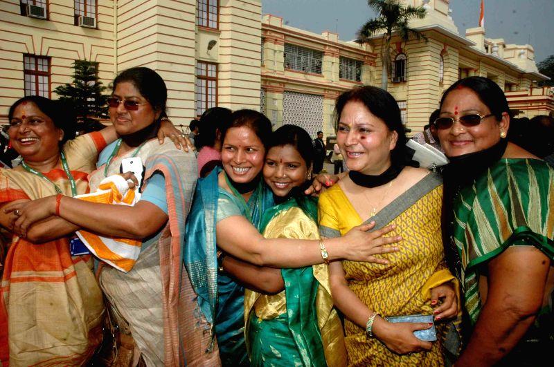 JD(U) legislators celebrate in front of the Bihar Legislative Assembly after Bihar Chief Minister Jitan Ram Majhi resigned, in Patna, on Feb 20, 2015. - Jitan Ram Majhi