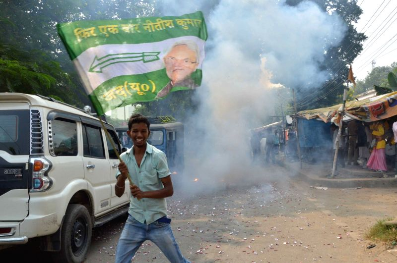 :Patna: JD(U) workers celebrate party's performance in the recently concluded Bihar assembly polls in Patna on Nov 8, 2015. (Photo: IANS).
