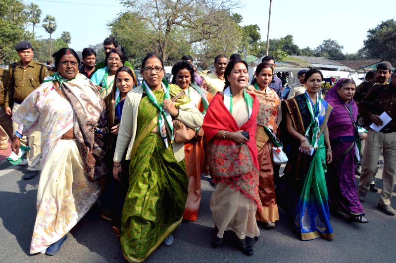 JD(U) workers - Nitish Kumar supporters - demonstrate outside the Raj Bhawan in Patna, on Feb 9, 2015. - Nitish Kumar