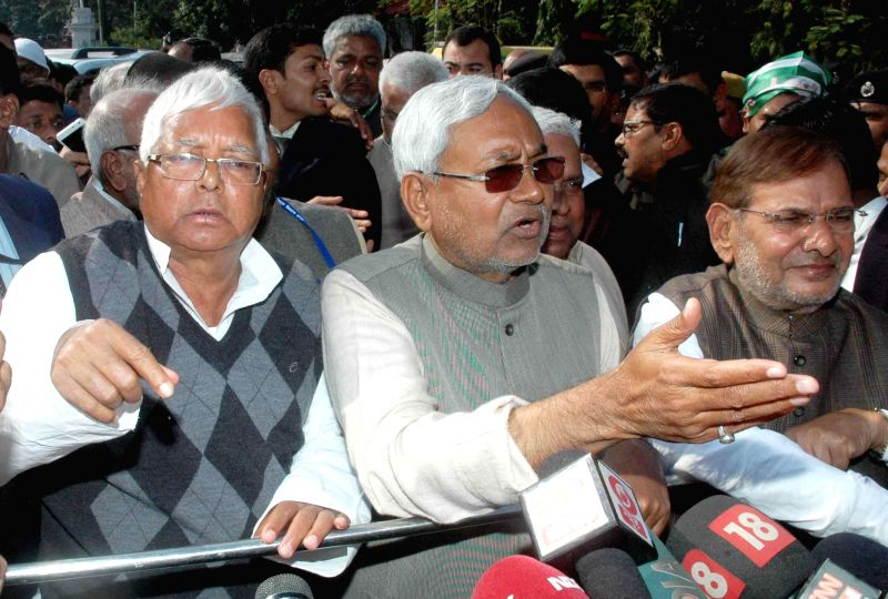 (L-R) RJD supremo Lalu Prasad Yadav, JD (U) leader Nitish Kumar and JD (U) chief Sharad Yadav address press after meeting Bihar Governor Keshari Nath Tripathi in Patna, on Feb 9, 2015. - Lalu Prasad Yadav, Nitish Kumar and Keshari Nath Tripathi