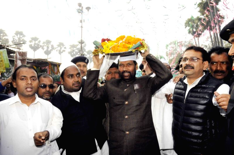 LJP chief and Union Minister for Consumer Affairs, Food and Public Distribution Ramvilas Paswan visits a mazar at Patna High Court in Patna, on Jan 8, 2015.