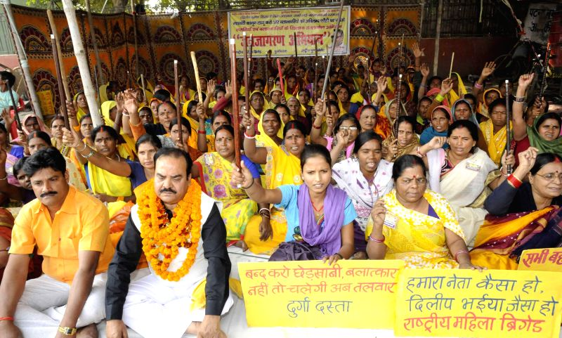 Members of Rashtriya Mahila Brigade (RMB) stage a demonstration to press for an anti-addiction law at Kargil Chowk in Patna on Nov 26, 2014.