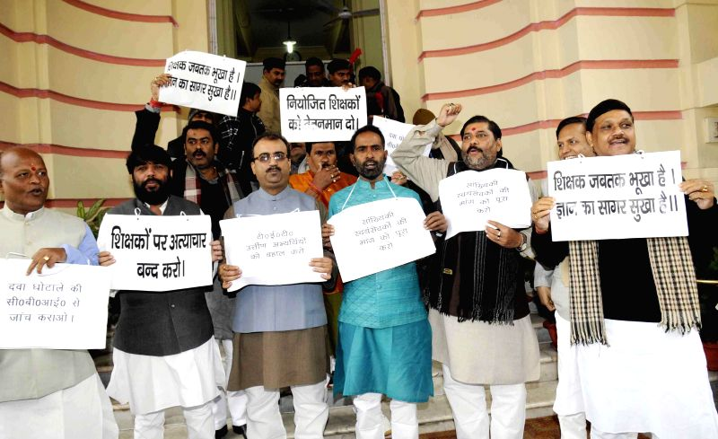 Patna: BJP legislators stage a demonstration at Bihar Assembly in Patna on Dec 24, 2014.