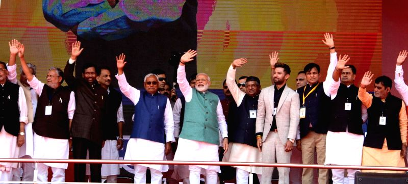 Patna: Prime Minister Narendra Modi along with Bihar Chief Minister Nitish Kumar, Deputy Chief Minister Sushil Kumar Modi and Union Ministers Ramvilas Pasvan, Ravi Shankar Prasad and Ram Kripal Yadav waves to the crowd at 'Sankalp Rally' in Patna, on