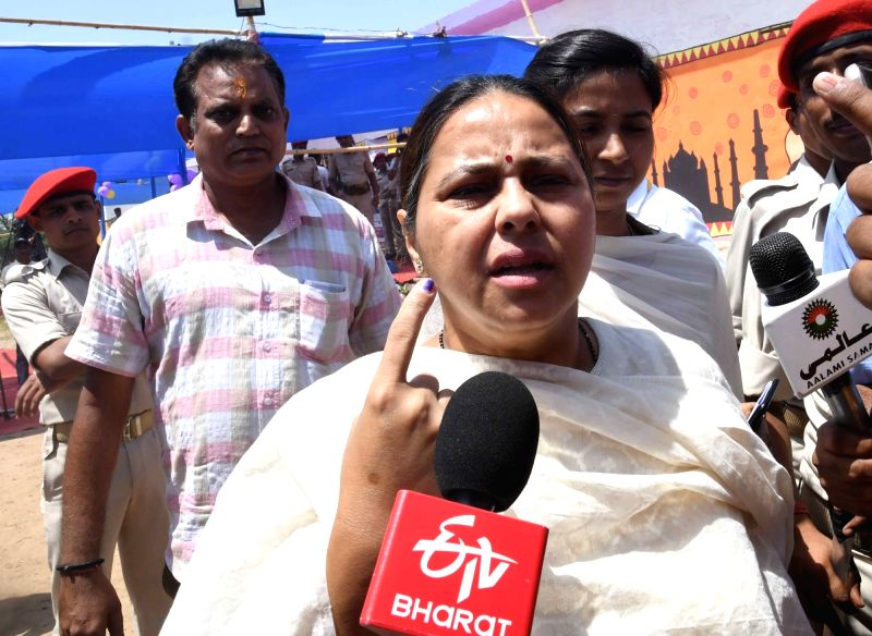 Patna: RJD leader Misa Bharti shows her forefinger marked with indelible ink after casting vote during the seventh and the last phase of 2019 Lok Sabha Elections at a polling booth in Patna on May 19, 2019. (Photo: IANS)
