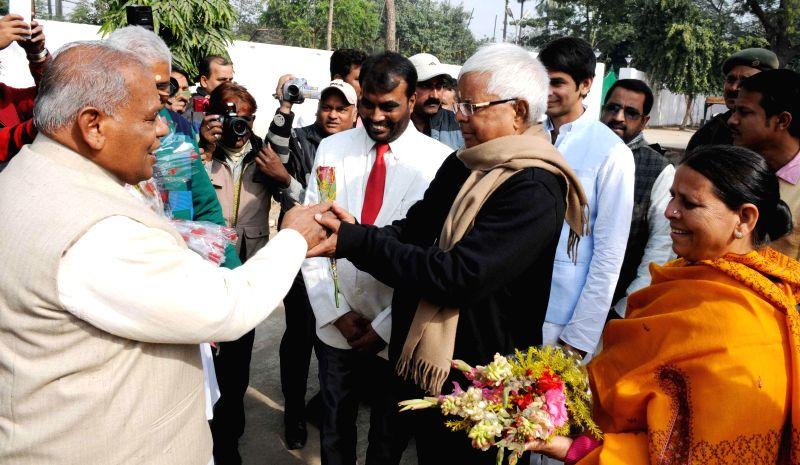 RJD supremo Lalu Yadav and his wife and party leader Rabri Devi greet Bihar Chief Minister Jitan Ram Majhi on new year in Patna, on Jan 1, 2015. - Jitan Ram Majhi and Lalu Yadav