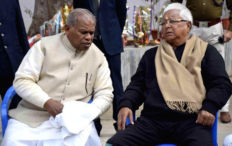RJD supremo Lalu Yadav meets Bihar Chief Minister Jitan Ram Majhi on new year in Patna, on Jan 1, 2015. - Jitan Ram Majhi and Lalu Yadav