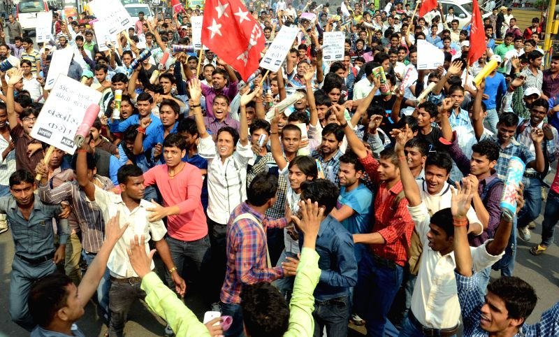 SSC aspirants stage a demonstration against SSC chairman in Patna, on Nov 18, 2014.