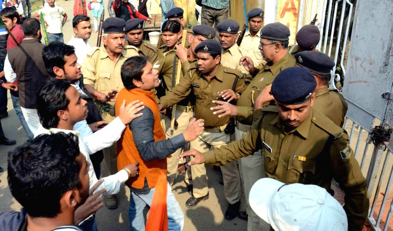 Students clash with police in Patna University on Nov 24, 2014.