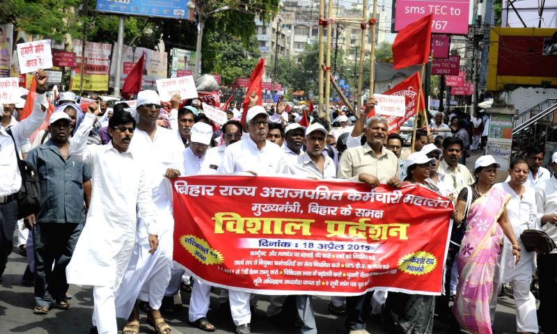 The members Bihar Arajpatrit Karamchari Mahasangh stage a demonstration to press for their demands in Patna, on April 18, 2015.