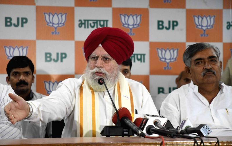 Patna: Union MoS Drinking Water and Sanitation S.S. Ahluwalia addresses a press conference at the BJP office in Patna on Sept 21, 2017.