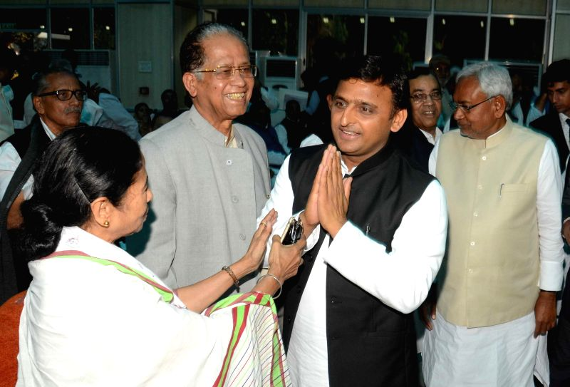 West Bengal Chief Minister Mamata Banerjee, Uttar Pradesh Chief Minister Akhilesh Yadav and Assam Chief Minister Tarun Gogoi during JD(U) leader Nitish Kumar's swearing-in ceremony as the ...